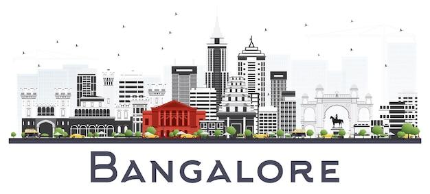 Горизонт города индии бангалор с серыми зданиями, изолированными на белом. векторные иллюстрации. деловые поездки и концепция туризма с историческими зданиями. городской пейзаж бангалора с достопримечательностями.
