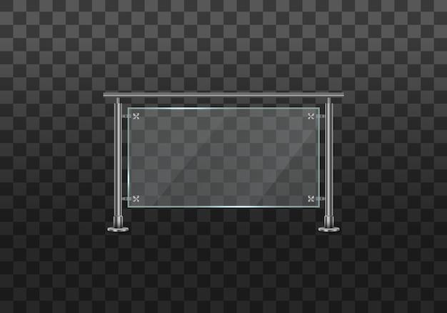 手すりまたは鋼鉄の柱を備えたフェンスのセクション。金属の手すりがセットされたガラスの欄干。家の階段、家のバルコニーのための金属の管状の手すりと透明なシートが付いているガラスフェンスのセクション。