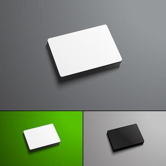 Банковские карты, парящие на сером и зеленом