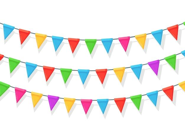 色の祭りの旗とリボンのガーランド、白い背景の上の旗布のバナー。装飾、お誕生日おめでとうパーティー、カーニバル、フェアを祝うためのシンボル。