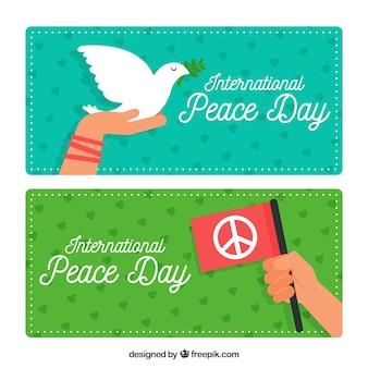 旗と鳩で平和の日のためのバナー