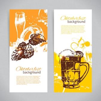 옥토버페스트 맥주 디자인의 배너입니다. 손으로 그린 삽화. 스플래시 얼룩 배경