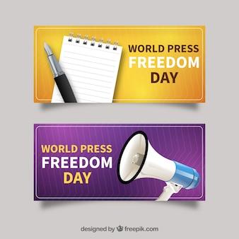 세계 언론의 블록과 확성기가있는 배너 언론 자유의 날
