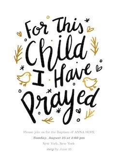 この子供のための手描きのテキストによる洗礼の招待状私は引用を祈りました
