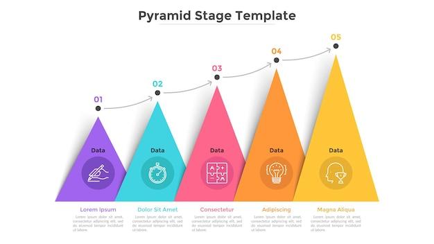 화살표로 연결된 5개의 다채로운 삼각형 또는 피라미드 요소가 있는 막대 차트. 비즈니스 성장의 5단계 개념입니다. 크리에이 티브 인포 그래픽 디자인 템플릿입니다. 프레 젠 테이 션에 대 한 벡터 일러스트 레이 션.