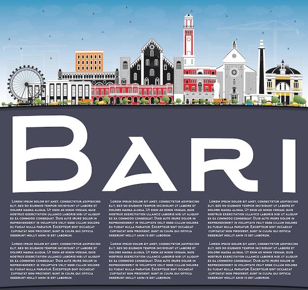 Горизонты города бари италия с серыми зданиями, голубым небом и копией пространства. городской пейзаж бари с достопримечательностями.