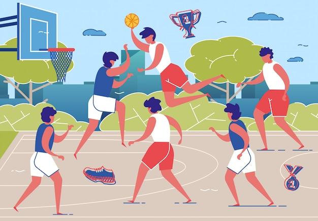 Баскетболисты играют с мячом на площадке.