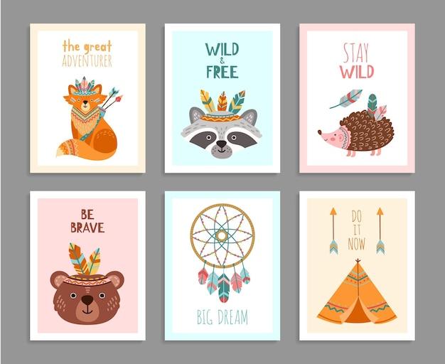 용감한 포스터가 되십시오. 우드랜드 야생 동물, 부족 화살표 어린이 재미있는 생일 카드. 행복 한 숲 모험 너구리 여우 사슴 벡터 일러스트 레이 션. 부족 너구리와 그리즐리, 야생 인도 고슴도치