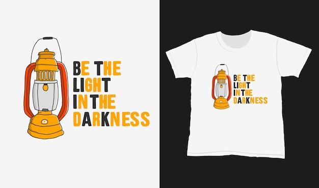 어둠 속의 빛이 되십시오. 티셔츠 디자인에 대한 타이포그래피 레터링을 인용하십시오. 손으로 그린 글자