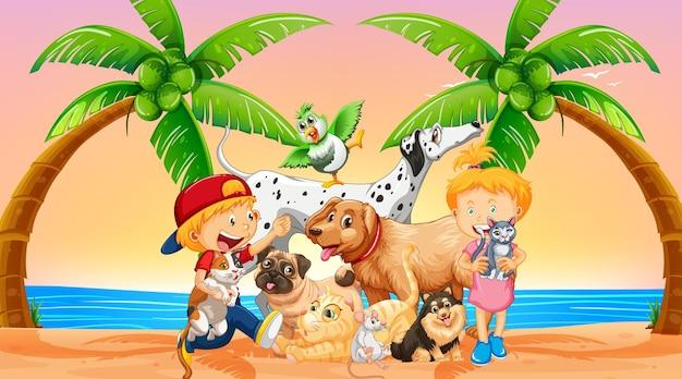 Scena all'aperto in spiaggia all'ora del tramonto con un gruppo di animali domestici e bambini