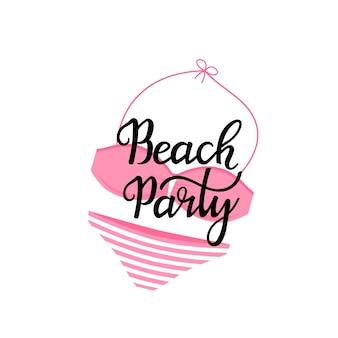 Пляжная вечеринка рисованной надписи с купальником. можно использовать как дизайн футболки.