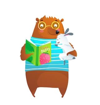 Медведь в очках и чтение кролика кролика, изучая книгу изолированных персонажей для детей картинки.