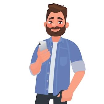 あごひげを生やした男は、スマートフォンを手に持っています。人とガジェット。電話でアプリケーションを使用する。