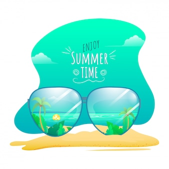 Красивый вид на пляж через солнцезащитные очки для летнего времени.