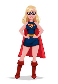 Красивая белокурая женщина в костюме супергероя