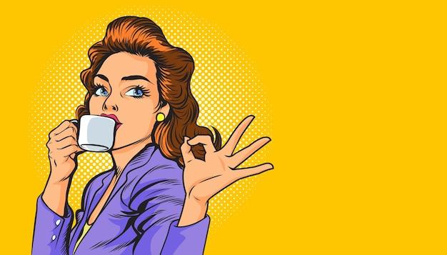 コーヒーと大丈夫ジェスチャーポップアートレトロコミックを持っている美しいビジネスウーマン