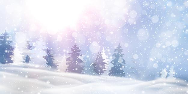 Красивое рождество, заснеженный лесной пейзаж с заснеженными елями, хвойный лес, падающий снег, снежинки на зимние и новогодние праздники. рождество зимний фон блеск.