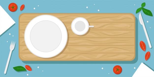 木製のまな板、プレート、マグカップ、チェリートマト、塩の結晶、カトラリーと美しい食べ物の背景。フラットの図。平面図。