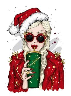 산타 모자와 안경에 아름 다운 소녀입니다. 크리스마스와 새해.