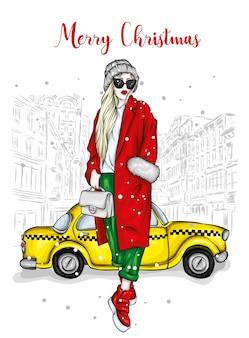 세련된 코트와 산타 모자에 아름다운 소녀