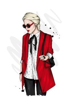 세련 된 재킷과 안경에 아름 다운 여자