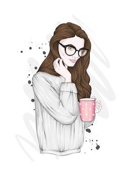 스웨터와 안경에 아름 다운 여자