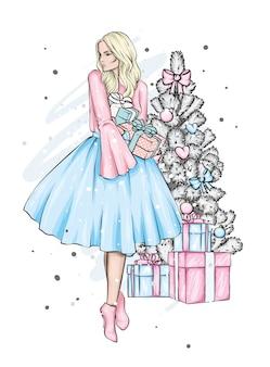 크리스마스 트리 근처 이브닝 드레스에 아름 다운 소녀.
