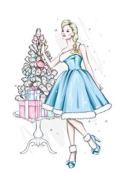 이브닝 드레스에 아름 다운 여자입니다. 크리스마스 트리와 선물.