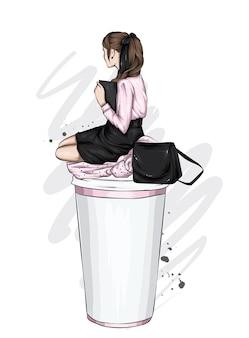 세련된 옷과 커피 큰 잔에 아름다운 소녀