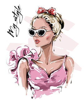 Красивая девушка в солнцезащитных очках