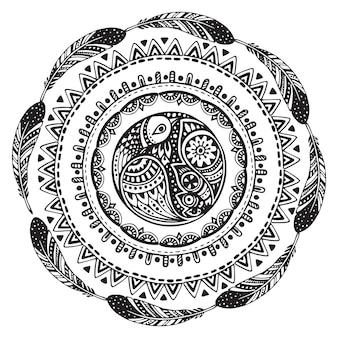 美しい手描きの民族サークル、鳥、羽。
