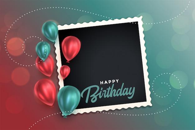 Bella carta di buon compleanno con palloncini e cornice per foto