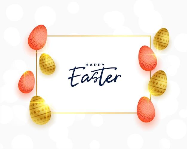 Bello saluto felice dell'invito di pasqua con la decorazione delle uova