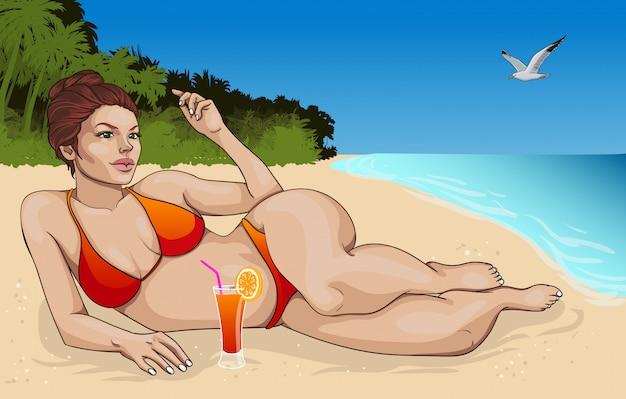 Bella donna di menzogne nel concetto del bikini