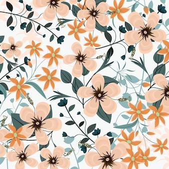 美しいオレンジ色の花と青い葉。