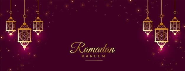Bellissimo banner di celebrazione del ramadan kareem con decorazioni di lampade