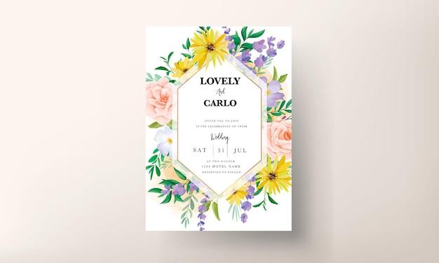 Biglietto di invito a nozze con bellissime rose e fiori di campo