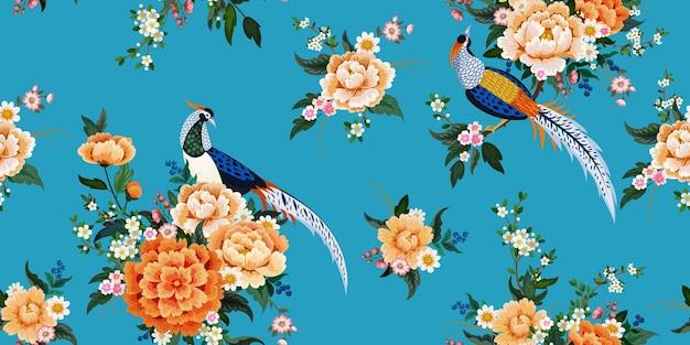 꽃이 만발한 벚꽃, 자두, 데이지가 있는 모란 나뭇가지에 다이아몬드 꿩이 있는 아름다운 매끄러운 패턴으로 중국 스타일의 여름 드레스