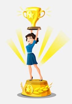 美しい笑顔の実業家は、金色のカップと栄光の光線が周りにある勝者の台座の上に立っています。女の子の勝者。ウェブサイトのビジネス背景。女性の性別、最高の、成功した女性。