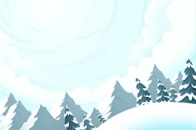 숲 풍경이 있는 아름다운 눈 슬로프, 낮은 각도의 전망