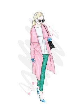 スタイリッシュなコート、ズボン、メガネを身に着けた、美しく背が高くてほっそりした女の子。スタイリッシュな女性。