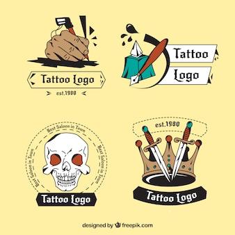 Bella tatuaggi disegnati a mano colorato