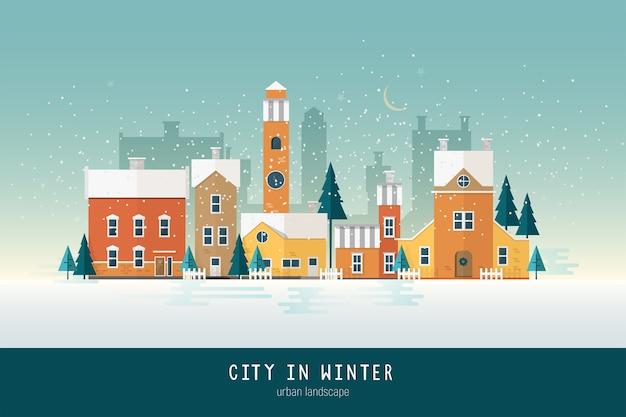 カラフルなアンティークの建物、塔、雪に覆われた緑のトウヒの木がある美しい都市景観または都市景観