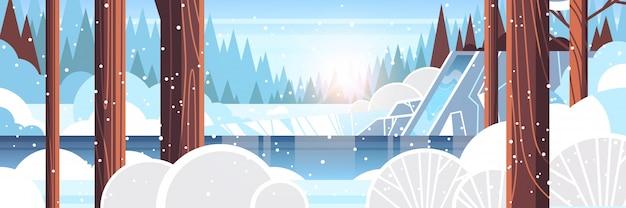 바위 절벽 눈 덮인 겨울 숲 자연 풍경을 통해 아름 다운 폭포