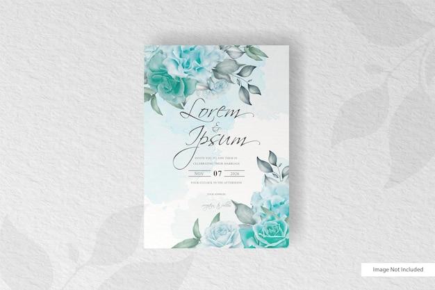 緑の花と水彩のスプラッシュと美しい結婚式の招待カード