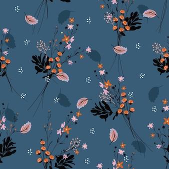 많은 종류의 꽃에서 아름다운 야생 꽃 패턴입니다. 식물 모티브가 무작위로 흩어져 있습니다.