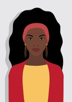 カジュアルなドレスを着て美しい若い黒人アフロアメリカ人女性