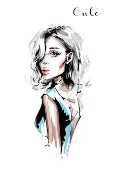 Красивая молодая женщина со светлыми волосами