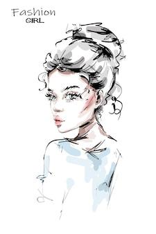 Красивая молодая женщина с пучком волос