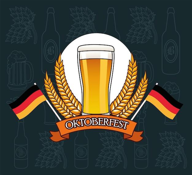 Пивной бокал с венком из колосьев пшеницы, фестиваль октоберфест в германии и тема празднования